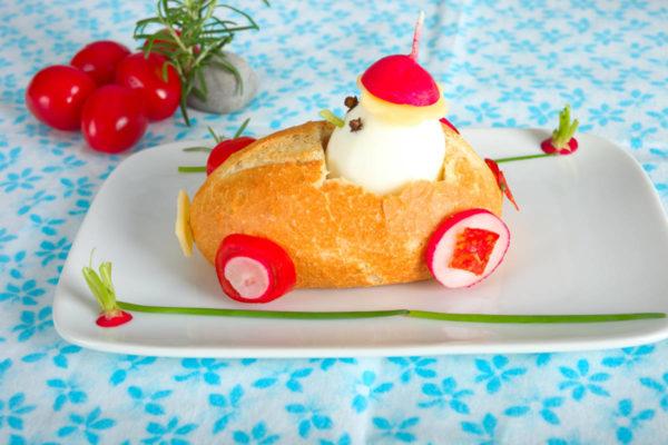 Oeufs en voiture de pain
